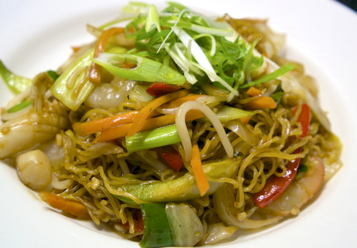 Mi Xao Do Bien - Stir fried egg noodles with seafood and Asian vegetables