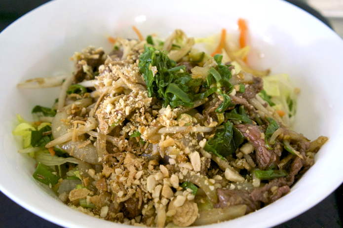Bun Bo Xao - Rice vermicelli, stir fried beef, cashews and lemongrass