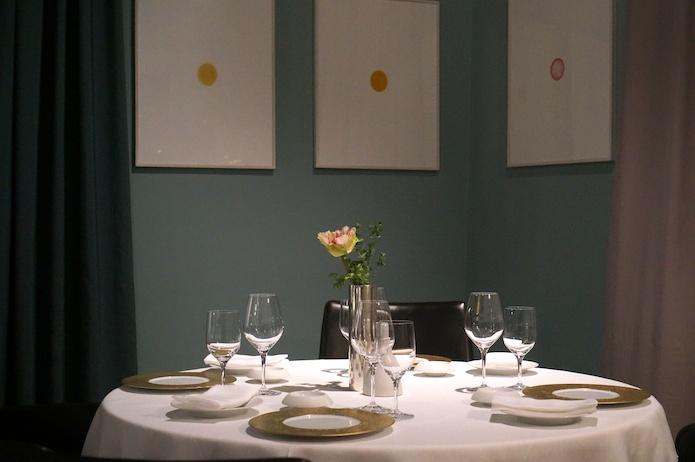 The simple yet elegant interior of Osteria Francescana