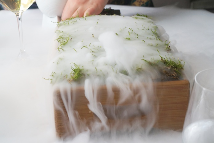Producing the smell of an oak forest with liquid nitrogen and moss