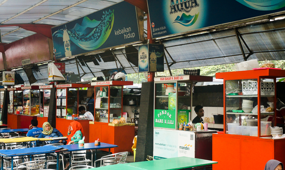 An outdoor hawker market, where the locals find something for breakfast